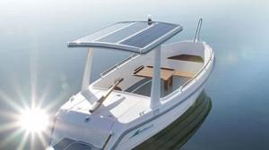 GreenWave汽船可通过船顶部的太阳能电池自行充电。