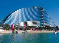 迪拜的Jumeirah Beach酒店最近采购了ABB的技术设备,以提高能效,降低环境影响。