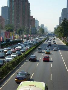 拼车可缓解堵车现象,减少汽车对环境的影响
