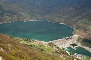 水库蓄能虽然很常见,但这类可再生能源需要更多电力调节系统。